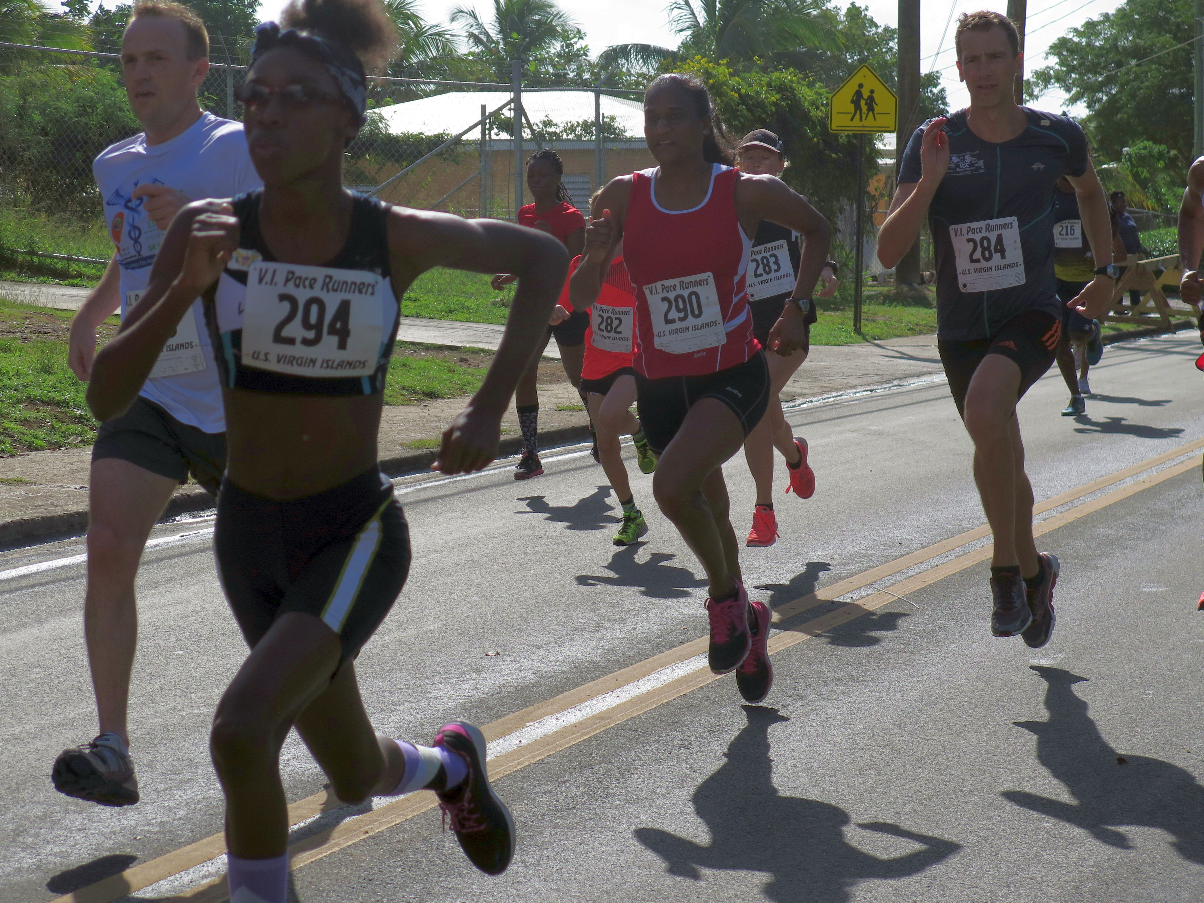 2016 3Kings Mile Road Race runners compete