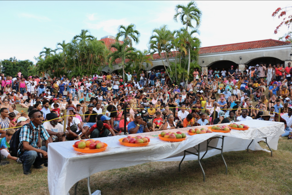 The huge crowd waited in the hot sun for the contestants to appear. Thousands flocked to this year's Mango Melee. (Source photo by Linda Morland)