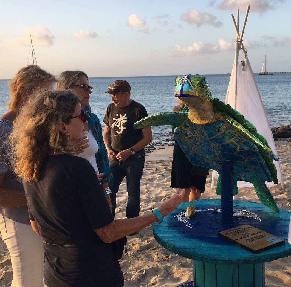 Artist Marilyn Hodge talks to admirers about the turtle she created. (Source photo by Susan Ellis)