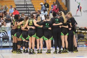 The Oregon Ducks huddle up. (Photo by Basketball Travelers)